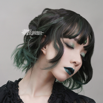 taobao agent Snake eye + daily dark green gradient Polaris lolita hanging ear dyeing curly hair lo false hair female short hair wig cos