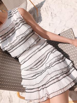 Deessesicile5 29 mới xếp lớp Frills sóng xếp li tay Dresses Bánh Dresses Sản phẩm HOT