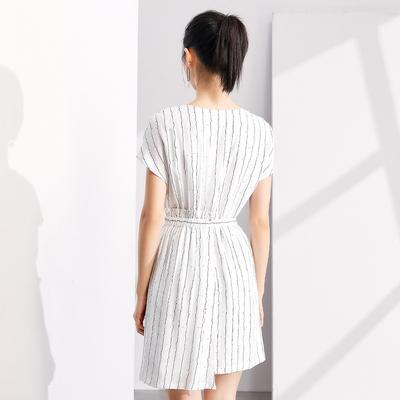[2018] 99 nhân dân tệ mới giá mùa hè váy bất thường không tay cổ chữ V eo là sọc mỏng váy Nữ Sản phẩm HOT