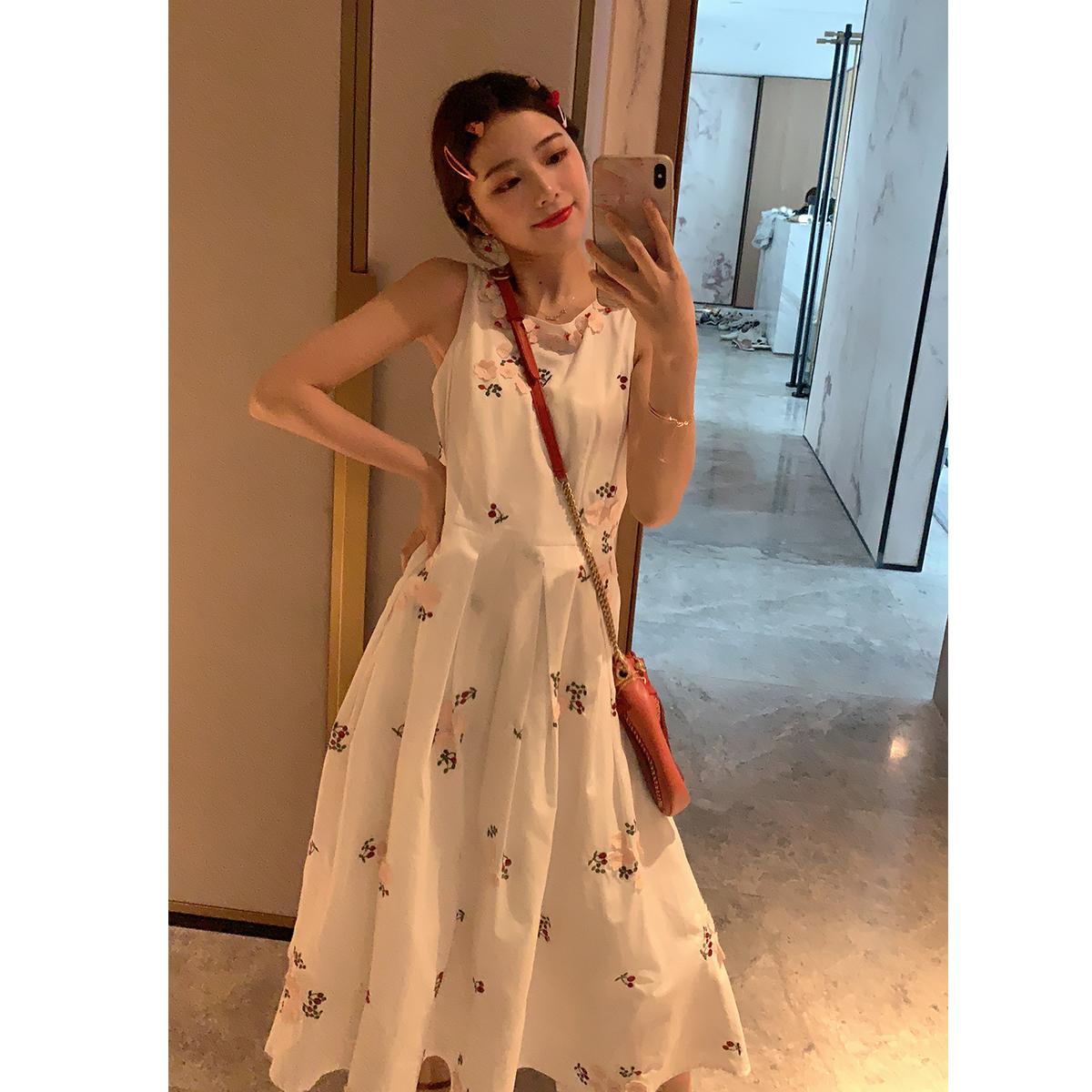 大喜自制夏新款复古刺绣法式优雅温柔仙女无袖连衣裙女