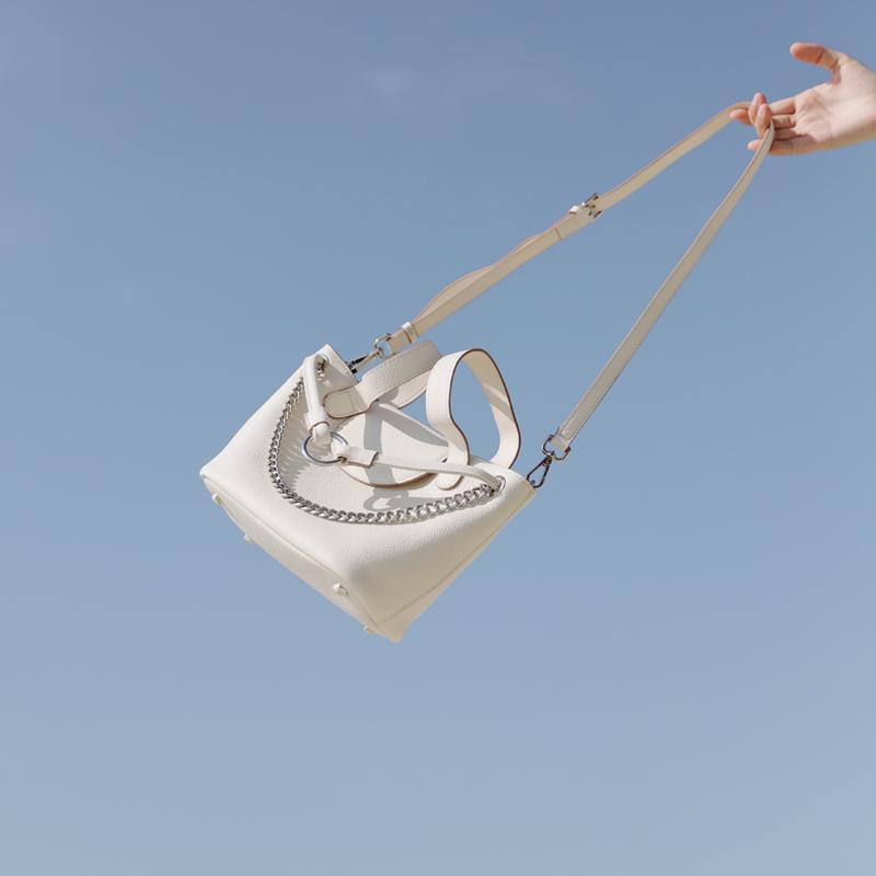 JACDBAG 小众 牛皮菜篮子大容量水桶包女新款链条斜挎手提包