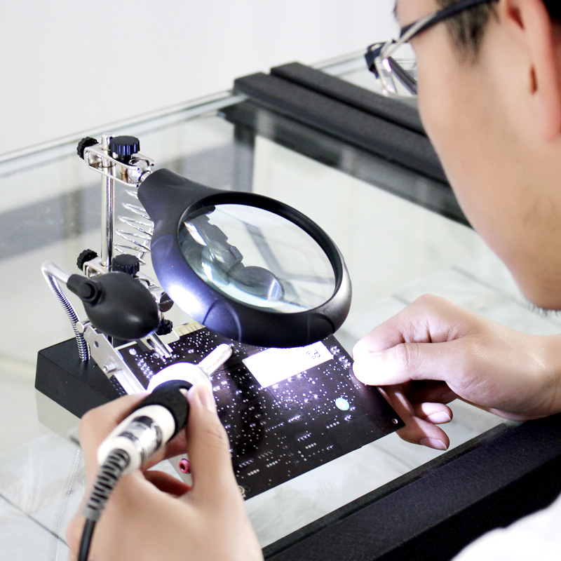 Giá kẹp hàn kính lúp đa năng  - Có đèn
