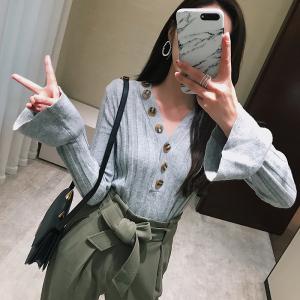 Ziqing Mỏng chic trumpet tay áo len 2017 mùa thu mới V-Cổ mỏng dưới đặt áo len phụ nữ