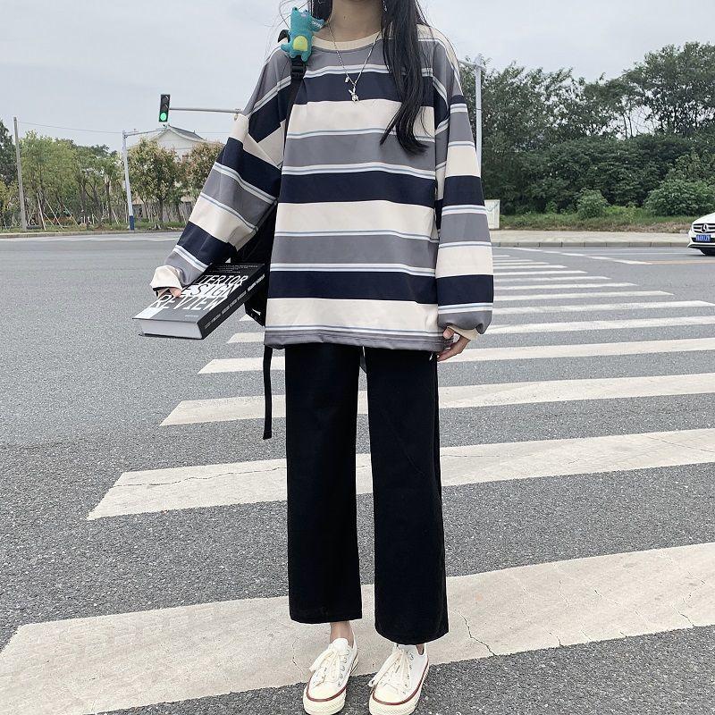 宽松阔腿裤+条纹长袖卫衣时尚