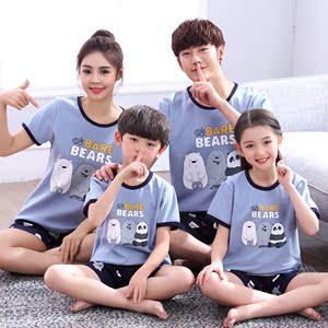 Cha mẹ và con đồ ngủ một gia đình bốn mẹ và con trai mùa hè cha và con trai ngắn tay ba đầy đủ gia đình nhà thiết lập con nam và nữ phần mỏng