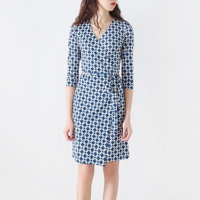 Mới d * f với vòng tròn màu trắng dưới màu trắng in bọc váy mỏng mỏng với cổ tay áo ngắn màu trắng và váy Sản phẩm HOT