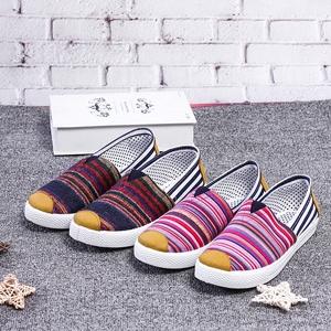 Mùa xuân mới giày của phụ nữ cũ Bắc Kinh giày vải giày thường của phụ nữ thấp để giúp thở gió quốc gia sinh viên giày phẳng dưới giày