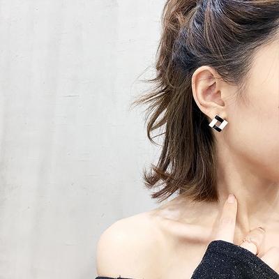 耳钉简约女小巧黑白气质慵懒法式耳环高级感小众新款潮冷淡风