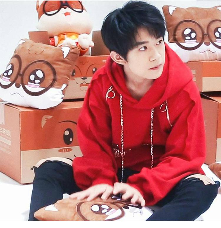 Yi Qian Qian Qian với cùng một đoạn mùa thu và mùa đông áo len trùm đầu áo thun quần áo áo khoác màu đỏ nam giới và phụ nữ thủy triều sinh viên ...