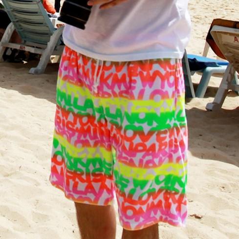 Mùa hè bên bờ biển kỳ nghỉ bãi biển quần nam lỏng nhanh chóng làm khô năm điểm quần short hoa quần lớn quần short giản dị đặc biệt giải phóng mặt bằng
