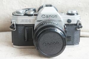 98 new American Canon AE-1 + 50 1.8 bộ của túi máy ảnh phim Shun Feng để gửi pin