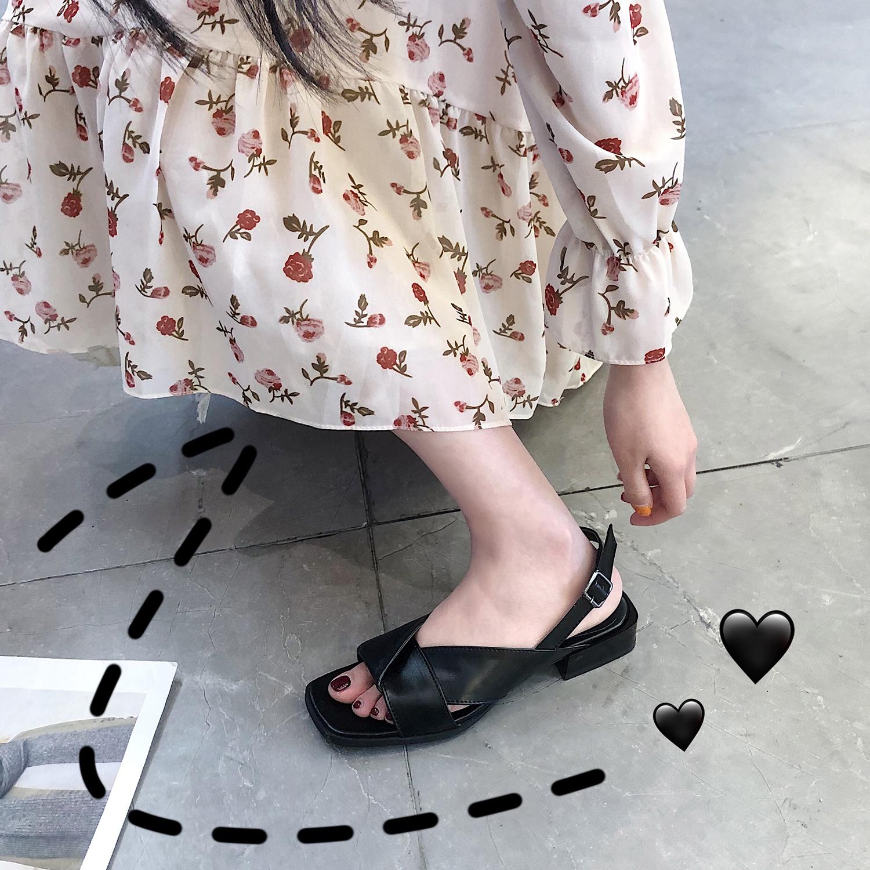 2019新款黑色露趾一字带扣细跟凉鞋女仙女风夏网红百搭低帮鞋女