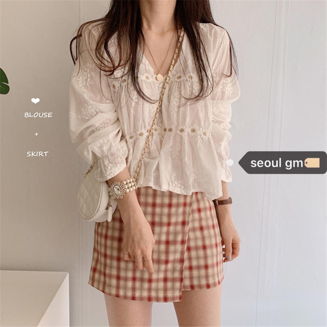 SEOUL韩风chic温柔蕾丝v领立体花朵防晒衬衫+不规则格纹半身裙女