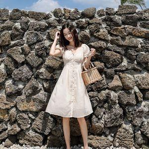 茉莉和扶苏《弥撒》禁欲系椰奶白泡泡袖露肩连衣裙