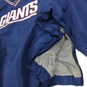 Quần áo đội bóng đá chuyên nghiệp NFL của Mỹ xung quanh người đứng đầu bộ đội Bay xanh khổng lồ ở New York Giants