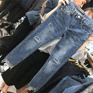 2019洋气大码女装减龄显瘦高腰九分裤胖妹妹春装新款破洞牛仔裤女