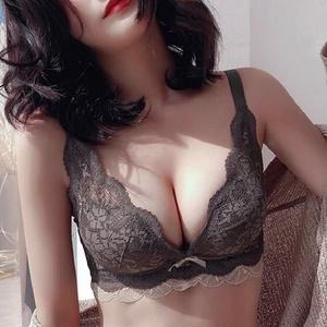 小胸蕾丝内衣女套装聚拢收副乳上托无钢圈