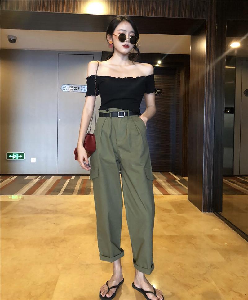 Thời trang phù hợp với nữ Hàn Quốc phiên bản của chic retro lỏng mỏng đẹp trai BF gió quần âu + sexy từ cổ áo tee mùa hè