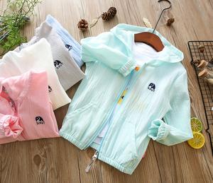 Trẻ em bông và vải lanh kem chống nắng quần áo mùa hè bé mỏng áo thoáng khí quần áo da cậu bé và cô gái nạp bãi biển điều hòa không khí áo sơ mi