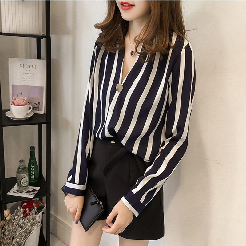 Mùa thu lớn kích thước của phụ nữ dọc sọc áo sơ mi nữ là mỏng v- cổ đáy áo sơ mi chất béo em gái dài tay t- shirt áo sơ mi 200 kg