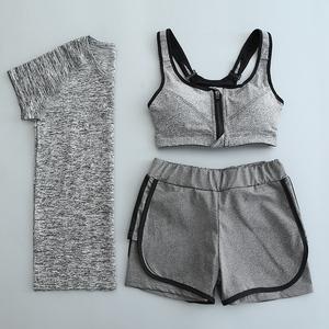 Phòng tập thể dục yoga quần áo phù hợp với ba mảnh thể thao mùa hè nữ chạy là mỏng và nhanh chóng làm khô ngắn tay giả hai mảnh quần short tập thể dục