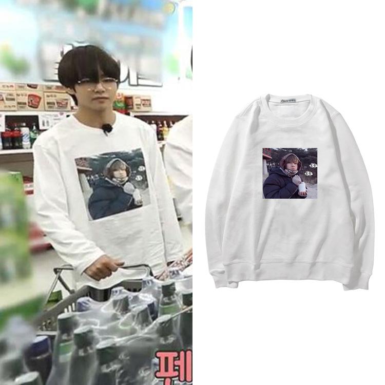 BTS chống đạn vị thành niên nhóm Lushan nhỏ bẩn Jin Taiheng in ảnh với cùng một áo len lỏng trùm đầu nam giới và phụ nữ