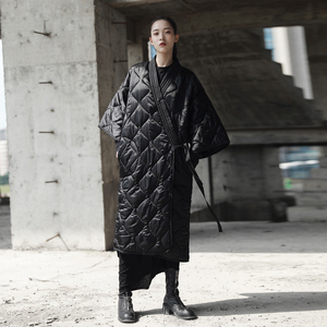 ĐƠN GIẢN ĐEN gió đen mùa đông Nhật Bản kimono dây đeo robe loose dài coat bông coat jacket nữ