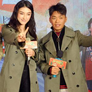 Chinatown thám tử 2 với áo gió trên đầu gối kích thước lớn Liu Yanran Wang Baoqiang đường hiển thị sao khaki coat 9791