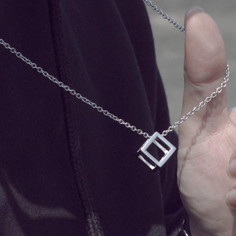欧美潮流魔方镂空立体吊坠钛钢项链男士女情侣街头嘻哈蹦迪配饰品